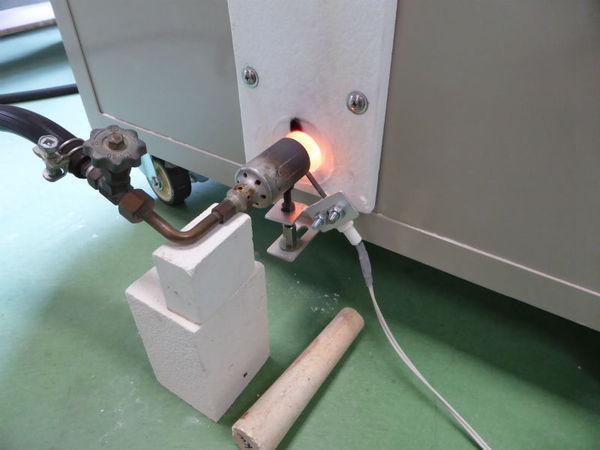 電気窯での還元焼成の様子